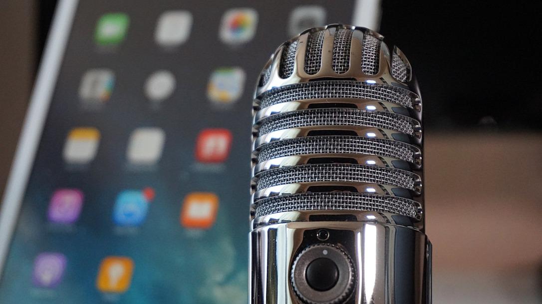 microphone-2469295_1920.jpg